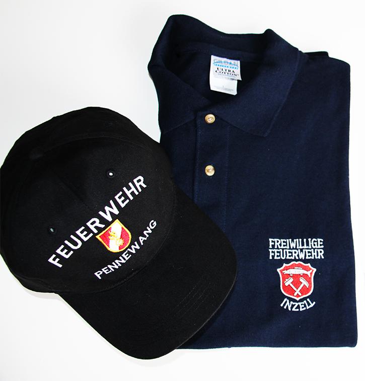 bestickte Cap und besticktes Polo-Hemd