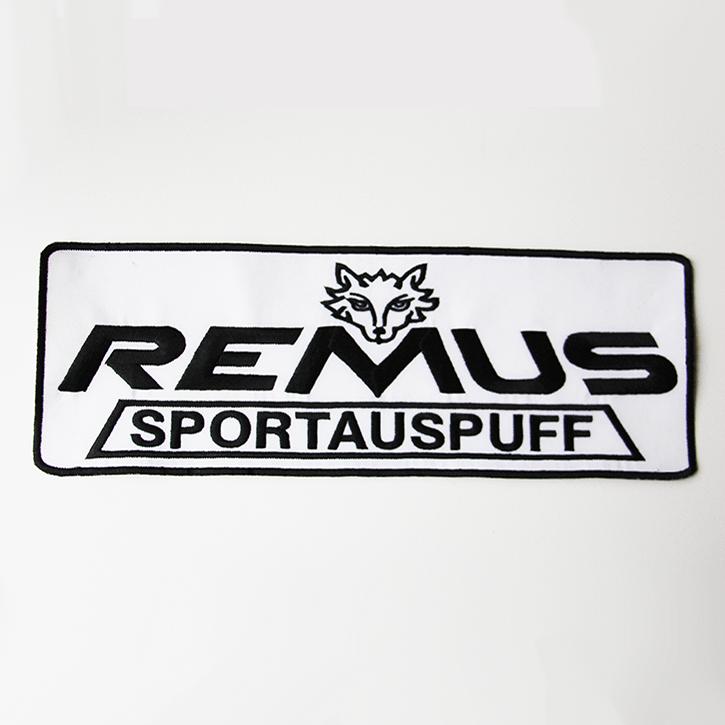 besticktes Firmenlogo für Sportauspuff